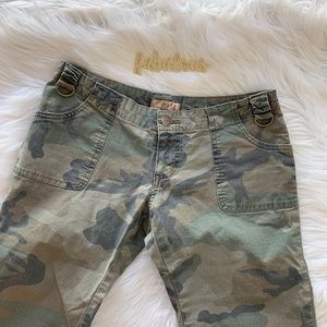 Forever 21 green camo cropped pants